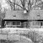 schron i klatki pawianółw nad stawem, lata 60-te